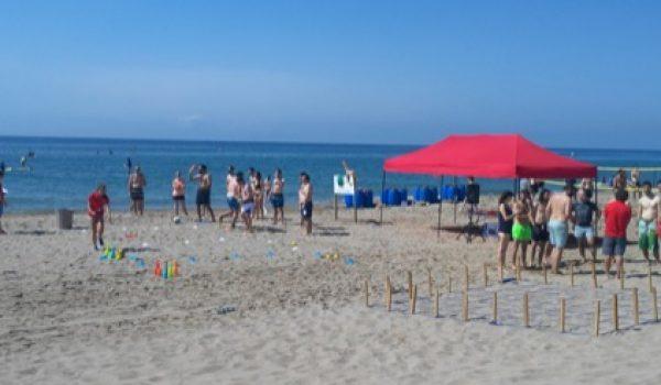 Organización jornada lúdica en playa con actividades para grupo